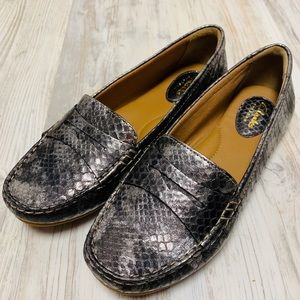 NEW Clarks Metallic Python Penny Loafers 8 WIDE